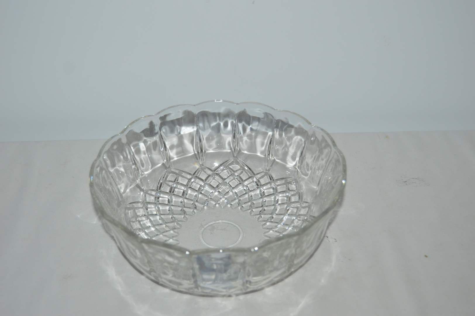 Lot # 43 Heavy cut glass crystal serving bowl (main image)