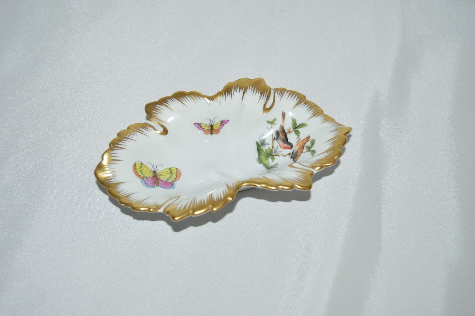 Lot # 69 Herend Rothschild leaf trinket dish with gold trim (main image)