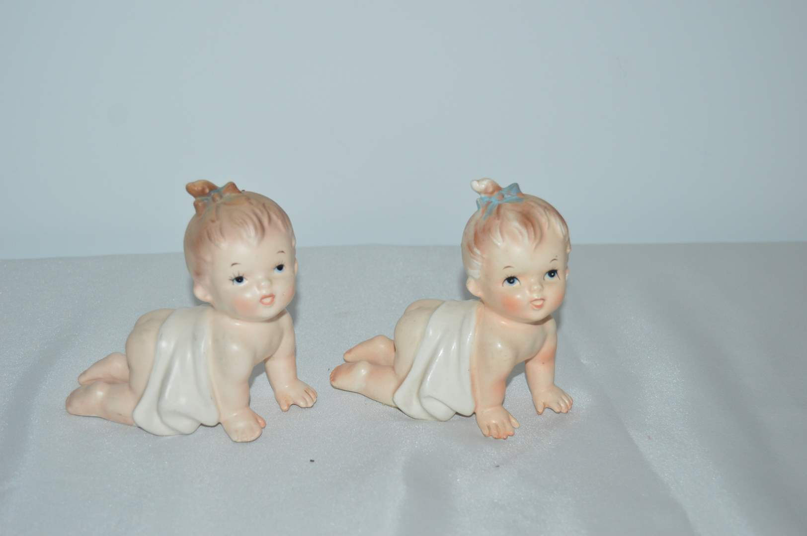 Lot # 75 Antique Inarco crawling baby figurines - Set of 2 (main image)