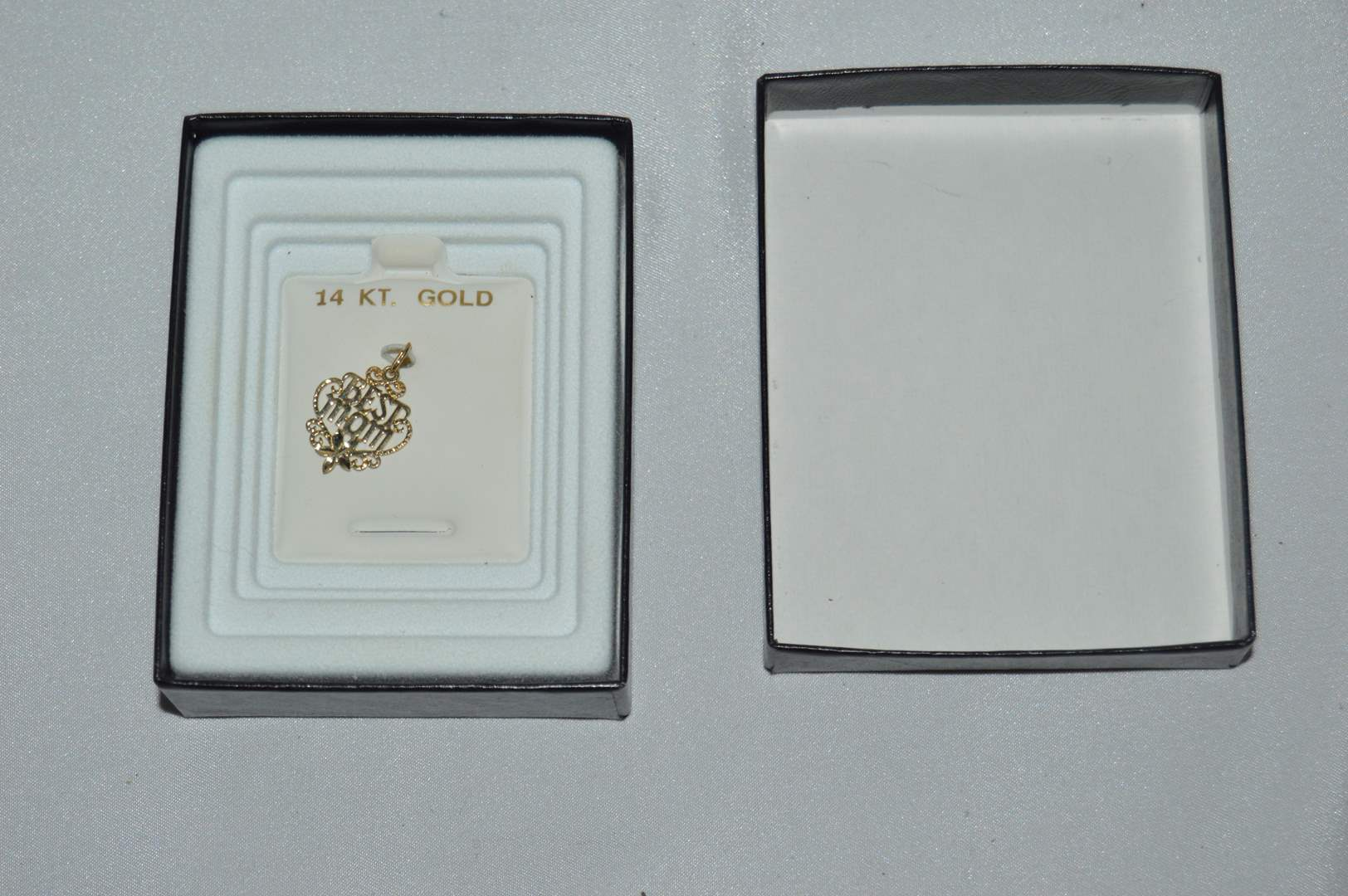 """Lot # 100 14k Gold """"Best Mom"""" charm - New in box (main image)"""