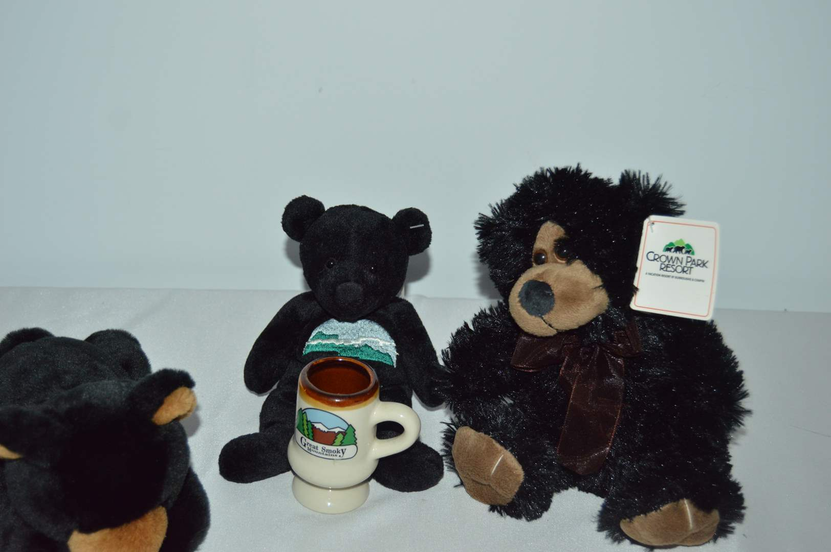 Lot # 106 Smokey Mountains bear and cup & 2 other plush bears (main image)