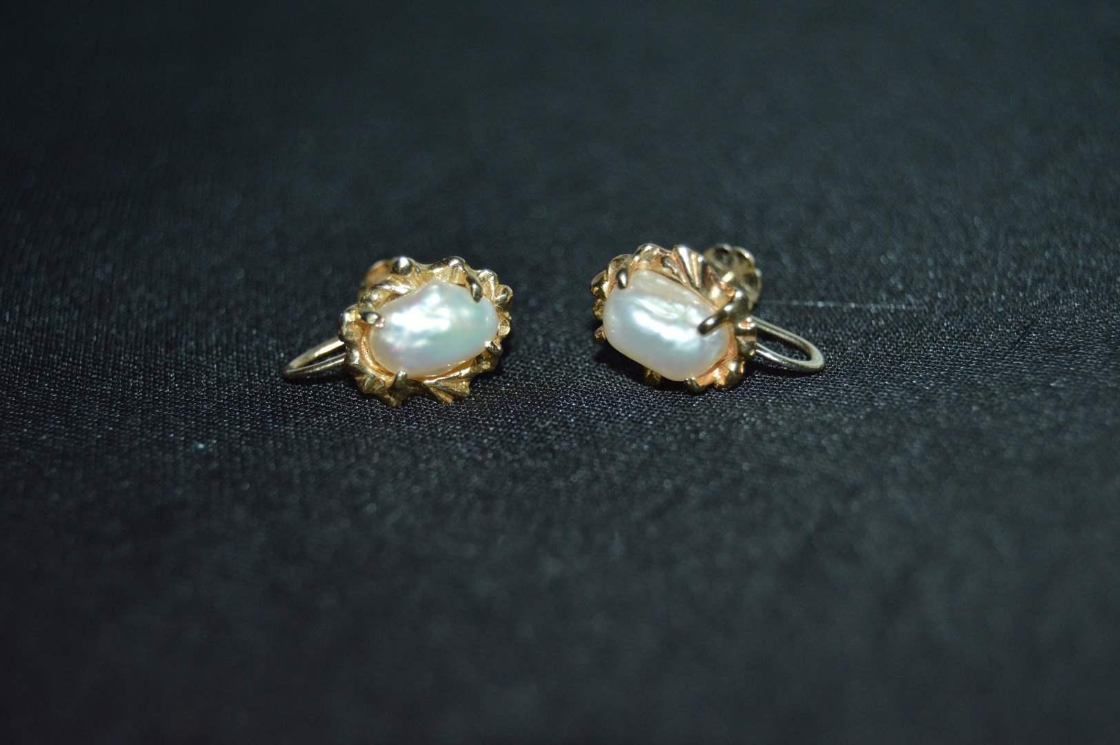 Lot # 165 14k Pearl clip on earrings (main image)
