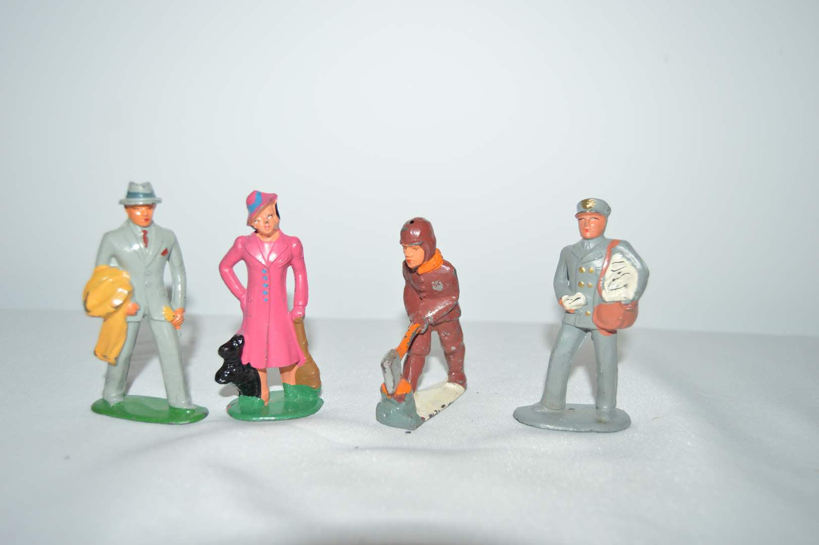 Lot # 170 Vintage lead figures by Barclay (main image)