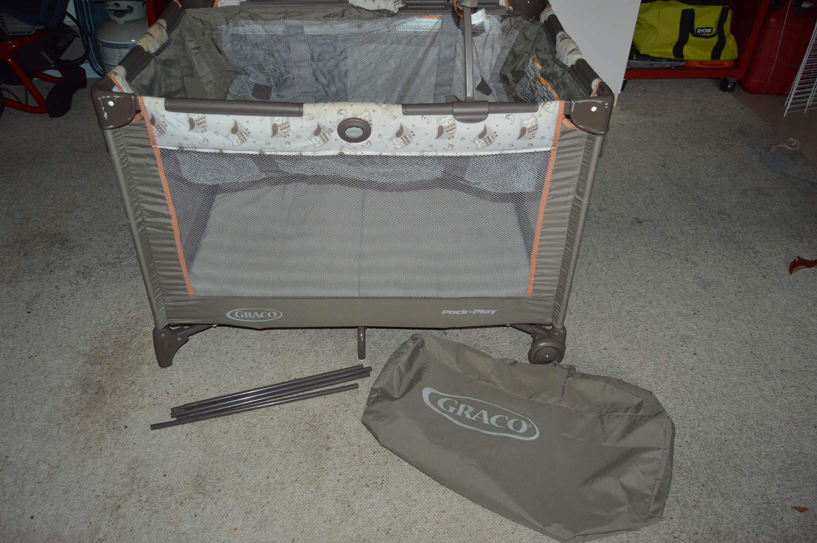 Lot # 178 Graco Pac-N-Play with bassinet (main image)