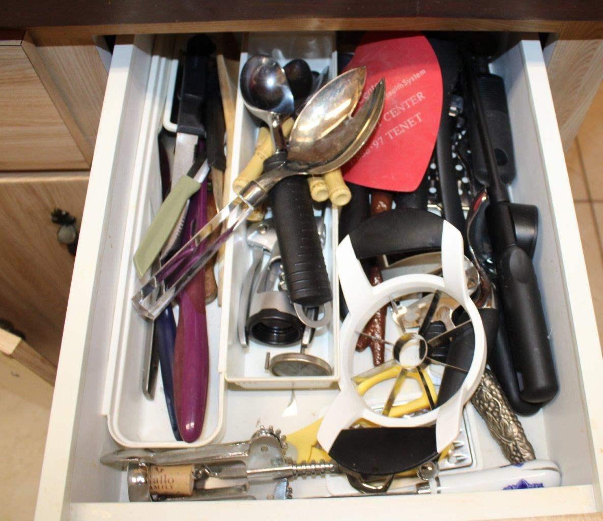 Lot#127 Assorted Kitchen Utensils  (main image)
