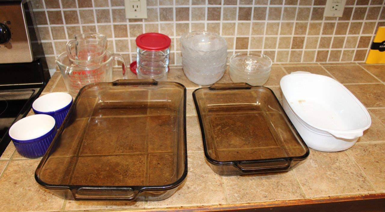 Lot#129 Anchor Hocking baking Dishes, glass bowls, measuring cups, baking dishes  (main image)