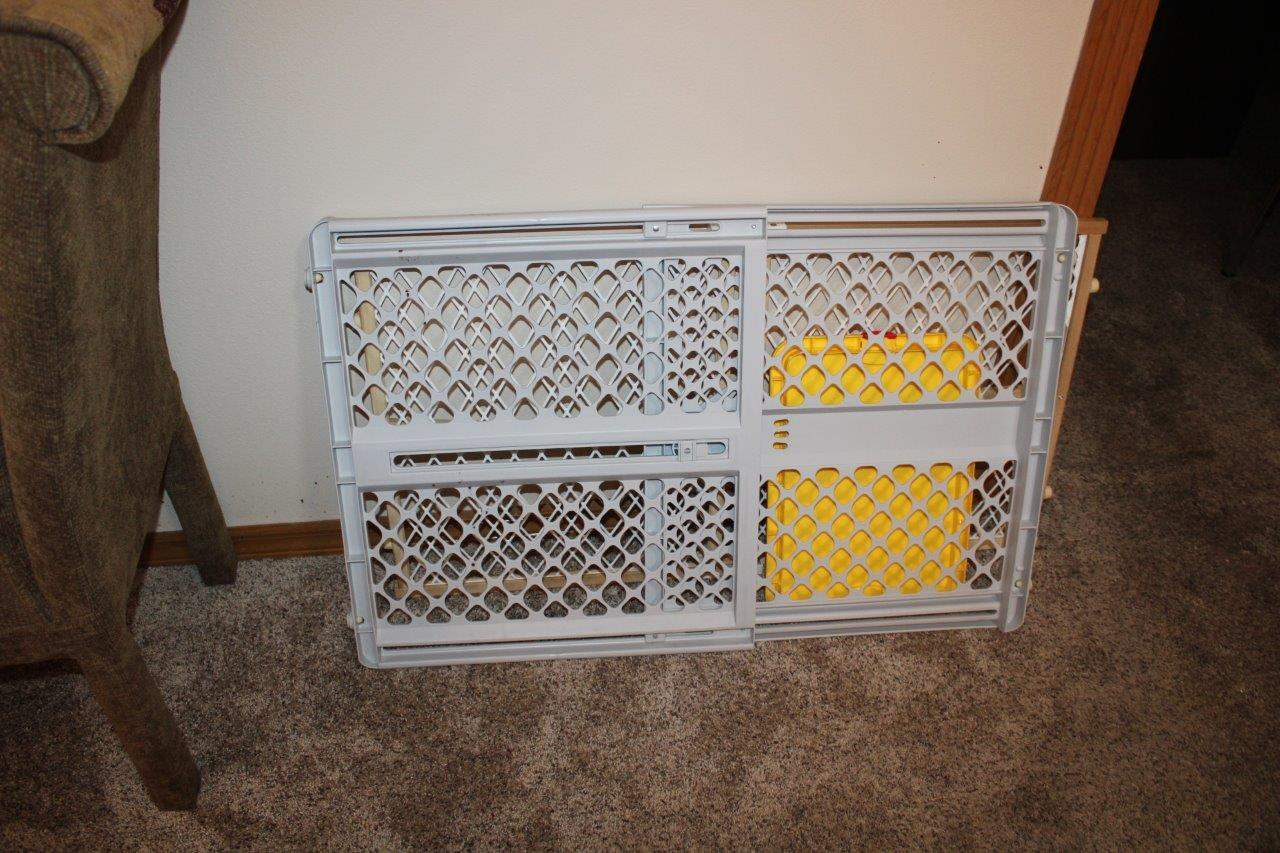 Lot#157 2 Baby/Pet safety gates, Regalo bed rail,  (main image)