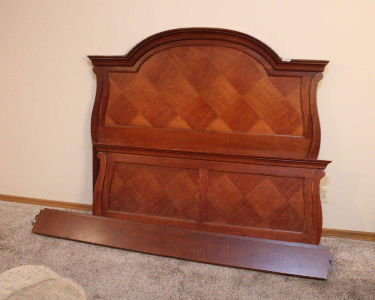 Lot#186 Queen Thomasville Bed Frame - Headboard, Footboard, Sideboards  (main image)