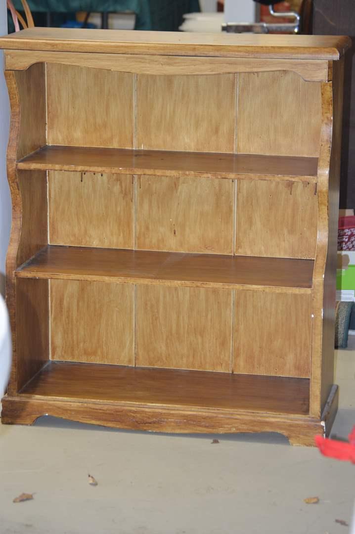 Lot # 19 Wood bookshelf (main image)
