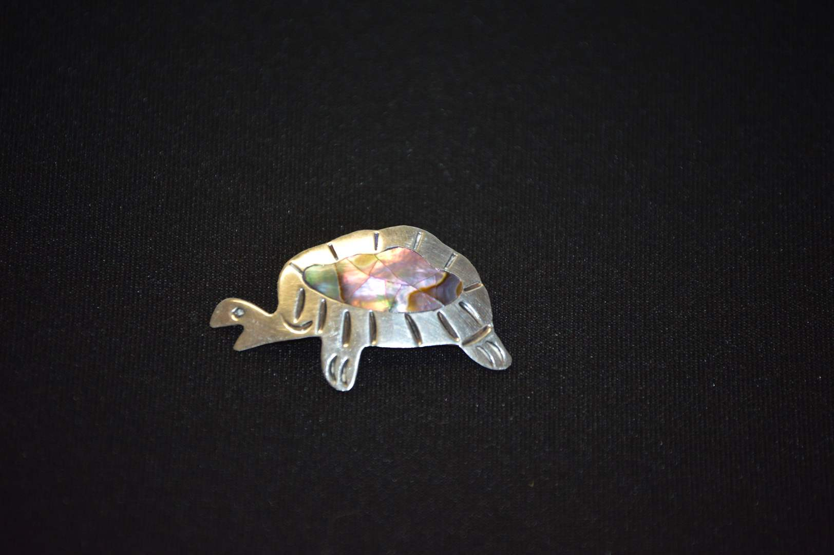 Lot # 82 Sterling silver turtle pin w/ stone inlay (main image)