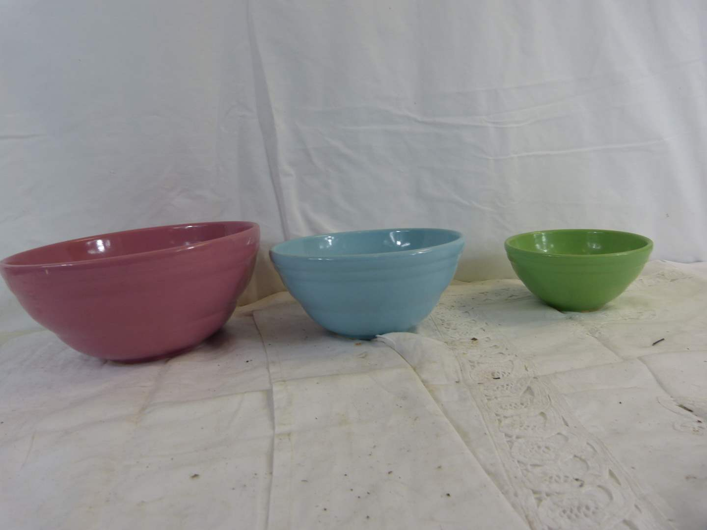 Lot # 217 3 Mulit-color mixing bowls in excellent condition STACKING (main image)